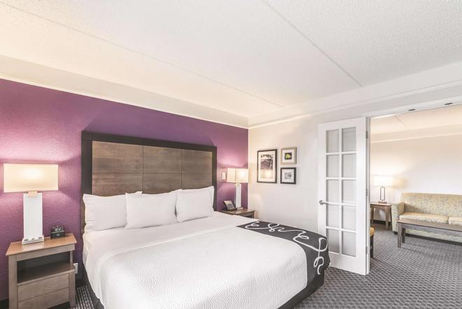 奥斯汀机场温德姆拉昆塔套房酒店 - 奥斯汀 - 睡房