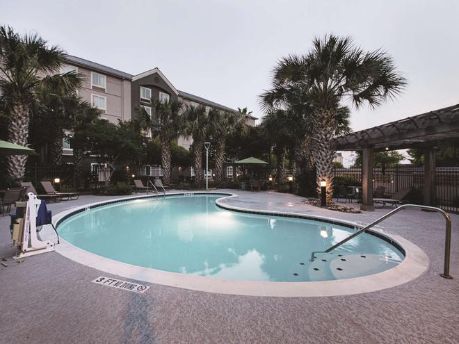 奥斯汀机场温德姆拉昆塔套房酒店 - 奥斯汀 - 游泳池