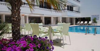 阿格里诺公寓酒店 - 圣纳帕 - 游泳池