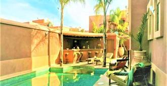 Ushuaia La Villa - 马拉喀什 - 游泳池