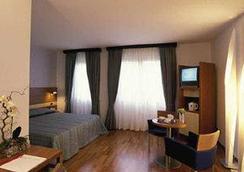 菲尔亚酒店 - 维罗纳 - 睡房
