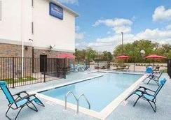 大学城贝蒙特套房酒店 - 大学城 - 游泳池