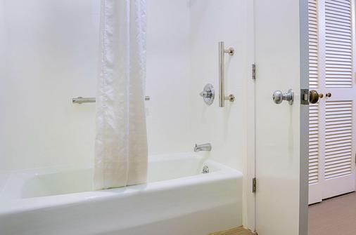 蒙特里半岛机场康福特茵酒店 - 蒙特雷 - 浴室