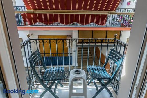 加雷翁酒店 - 锡切斯 - 阳台
