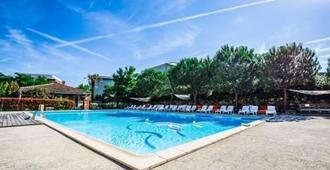 运动屋酒店 - 图卢兹 - 游泳池