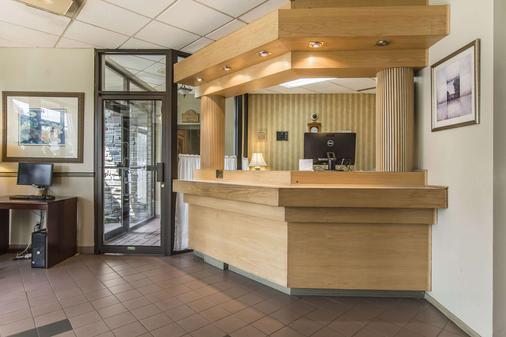 舍布鲁克品质套房酒店 - 舍布魯克 - 柜台