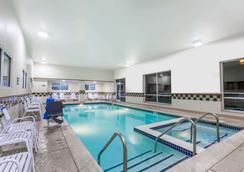 赫尔希戴斯酒店 - 赫尔希 - 游泳池