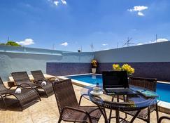 巴雷图斯丹酒店 - 巴雷图斯 - 游泳池