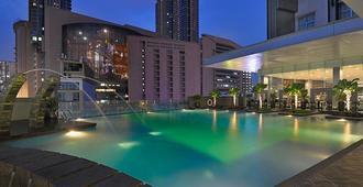 吉隆坡富丽华武吉免登酒店 - 吉隆坡 - 游泳池