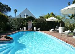 罗斯曼庄园旅馆 - 斯韦伦丹 - 游泳池