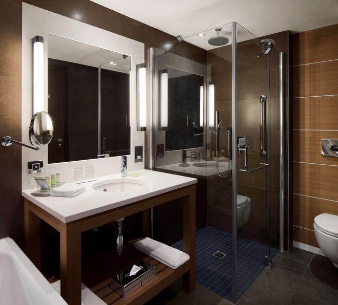 都柏林丽笙蓝光皇家酒店 - 都柏林 - 浴室