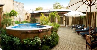 安提瓜卡米诺雷亚度假酒店 - 安地瓜 - 游泳池