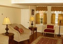 林肯广场旅馆 - 盖茨堡 - 客厅