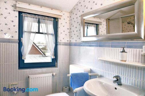 Pension Zum Brauhaus - 施特拉尔松 - 浴室