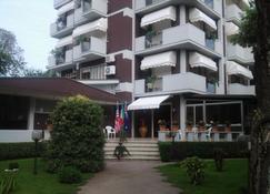 吉伊瑟酒店 - 卡马约雷 - 建筑