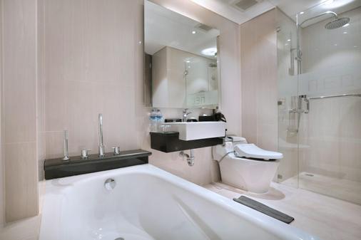 Neo+库塔勒吉安酒店 - 库塔 - 浴室