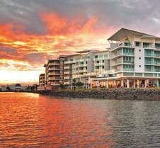 河滨华美达酒店