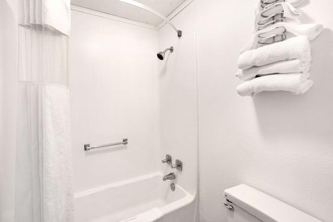 威尔明顿豪生酒店 - 威尔明顿 - 浴室
