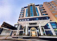 坎皮纳斯欧洲套房酒店 - 坎皮纳斯 - 建筑