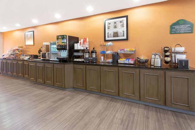 印第安纳波利斯机场温德姆集团温盖特酒店 - 平原镇 - 自助餐