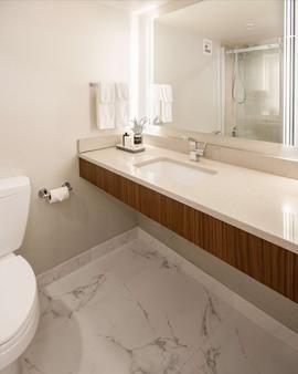 贝斯特韦斯特顶级精选拉什穆尔套房酒店 - 拉皮德城 - 浴室