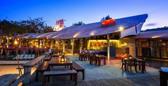 沙美岛不眠社区夜酒吧及酒店 - 沙美岛 - 露台