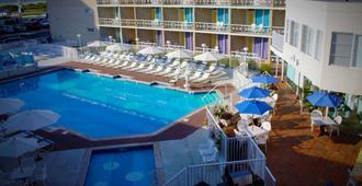 该乔利勒格汽车旅馆 - 威尔伍德克拉斯特 - 游泳池