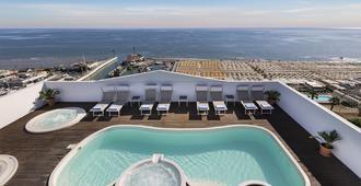 娜乌堤克酒店 - 里乔内 - 游泳池
