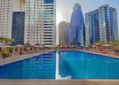多哈伊兹丹酒店 - 多哈 - 游泳池