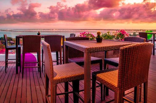 巴厘岛pop努沙杜瓦酒店 - 乌鲁瓦图 - 阳台