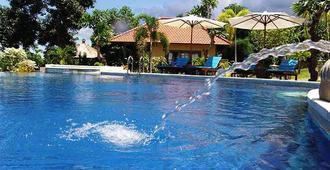 普瑞芒加海景水疗度假酒店 - 新加拉惹 - 游泳池