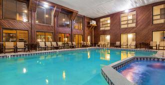 海滨码头贝斯特韦斯特酒店 - 麦基诺城 - 游泳池