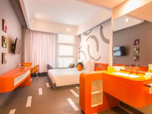 太阳与月亮都市酒店 - 金边 - 睡房