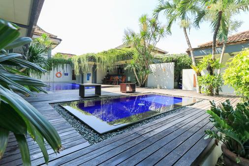 巴厘雅尼酒店 - 登巴萨 - 游泳池