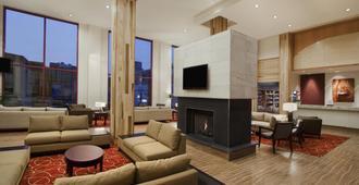 费城大学城惠庭套房酒店 - 费城 - 客厅