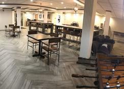 奥尔巴尼桑尼大学克雷斯特山套房酒店 - 奥尔巴尼 - 餐馆