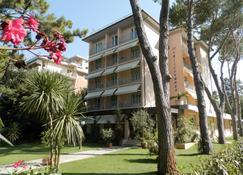 地中海酒店 - 马里纳-迪-皮特拉桑塔 - 建筑