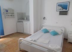 普林塞斯圣托里尼岛别墅酒店 - 佩里萨 - 睡房