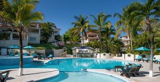 皇冠居住生活套房式酒店 - 普拉塔港 - 游泳池