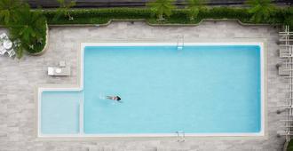 B.U.地方公寓酒店 - 曼谷 - 游泳池