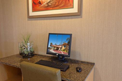 奥兰治县科斯塔梅萨拉金塔旅馆及套房 - 科斯塔梅萨 - 商务中心