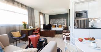 巴塞罗那辉盛凯贝丽酒店式服务公寓 - 巴塞罗那 - 客厅