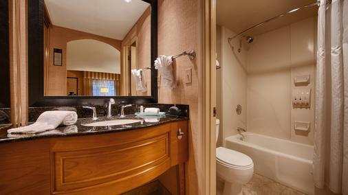 贝斯特韦斯特拉斯布来萨酒店 - 棕榈泉 - 浴室