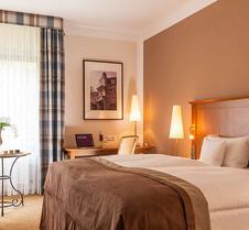 雅梅隆波恩皇家宫殿酒店