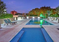 维达黄金套房酒店 - 伊瓜苏 - 游泳池