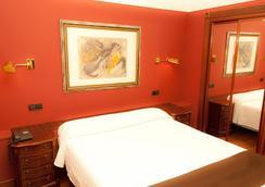 科罗娜卡斯蒂拉酒店 - 布尔戈斯 - 睡房