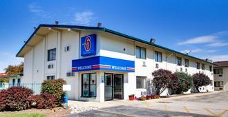 诺默尔 - 布卢明顿地区6号汽车旅馆 - 布卢明顿