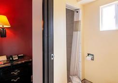 长滩伊克诺旅馆 - 长滩 - 浴室