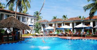 桑塔纳海滩度假村 - 坎多林 - 游泳池