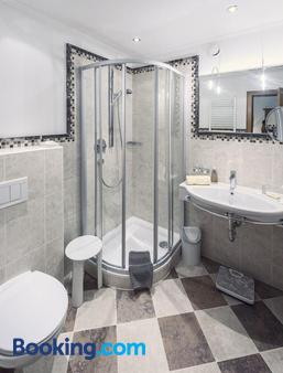 珀斯特酒店 - 阿尔山麓圣安东 - 浴室